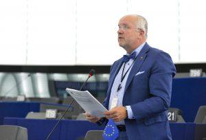 Europos Parlamentas Strasbūre išrinko naująją Europos Komisiją, kuri darbą pradės jau kitą savaitę. Socialdemokratas Juozas Olekas teigia, kad iš palaikymo sulaukusios Komisijos Socialistų ir Demokratų grupė Europos Parlamente tikisi visų duotų pažadų įgyvendinimo.